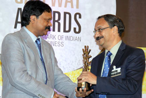 "CFS, Chennai receives the ""Container Freight Station of the Year"" Award"