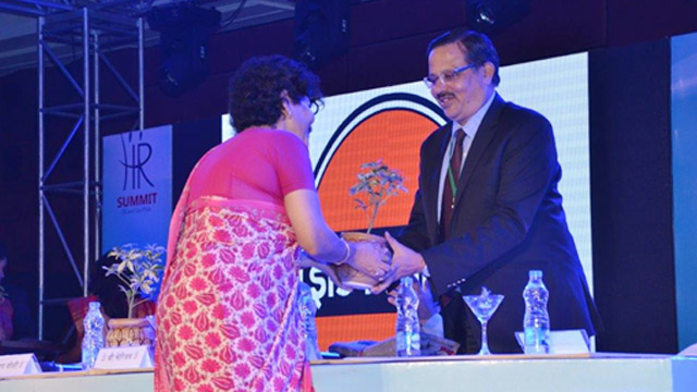 Director [HR&CA], Balmer Lawrie handing over tree saplings to HR heads of other MoPNG companies during the HR Summit for Oil and Gas PSUs hosted by Balmer Lawrie