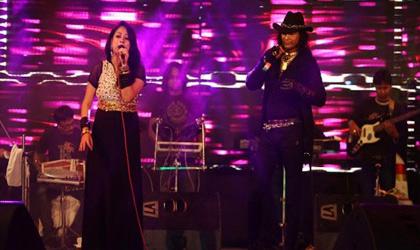 Singer Vinod Rathod during Celebrity performance
